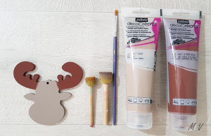 peindre la tête de caribou pour Noël