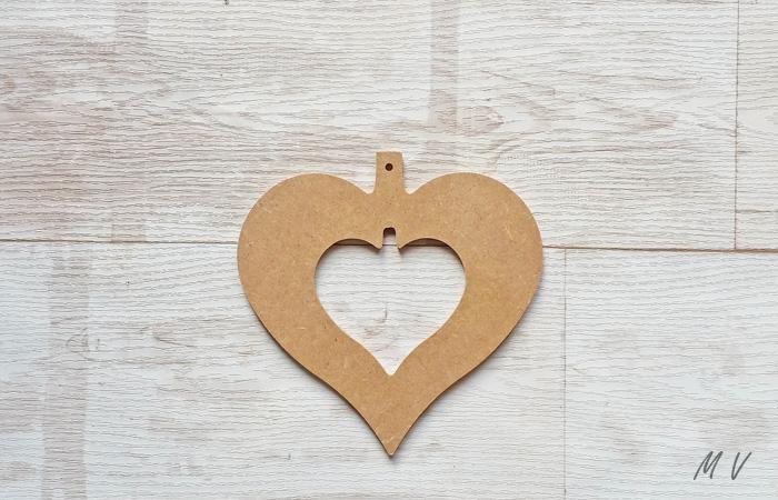 un cœur ajourée pour habiller votre sapin noël classique