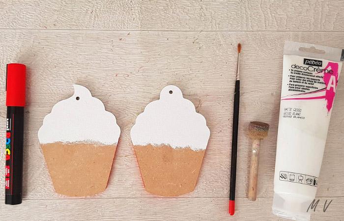 peindre les cupcake en bois avec du blanc
