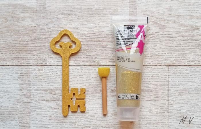 clé en or et paillettes pour le sapin de noël traditionnel