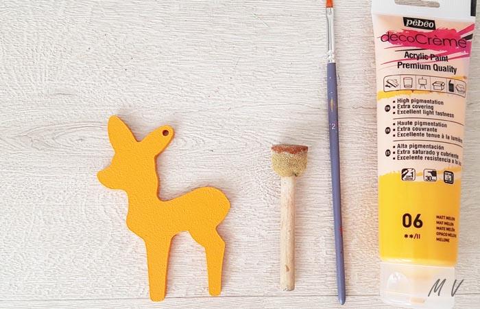 peindre le petit faon en jaune