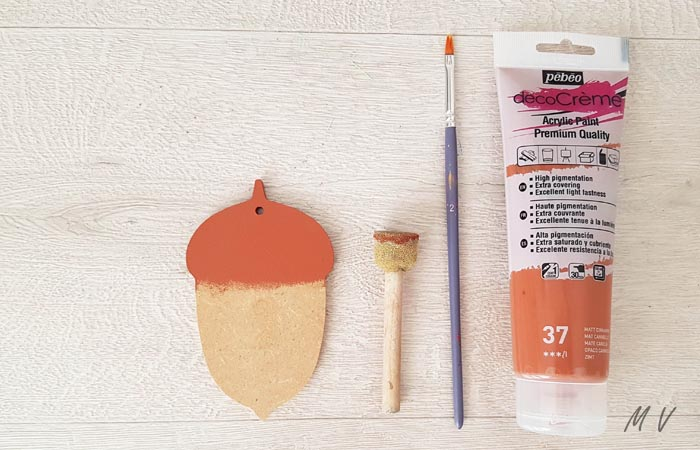 peindre le gland en bois en marron