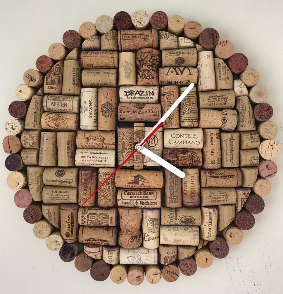 Horloge décoration en bouchons de liège