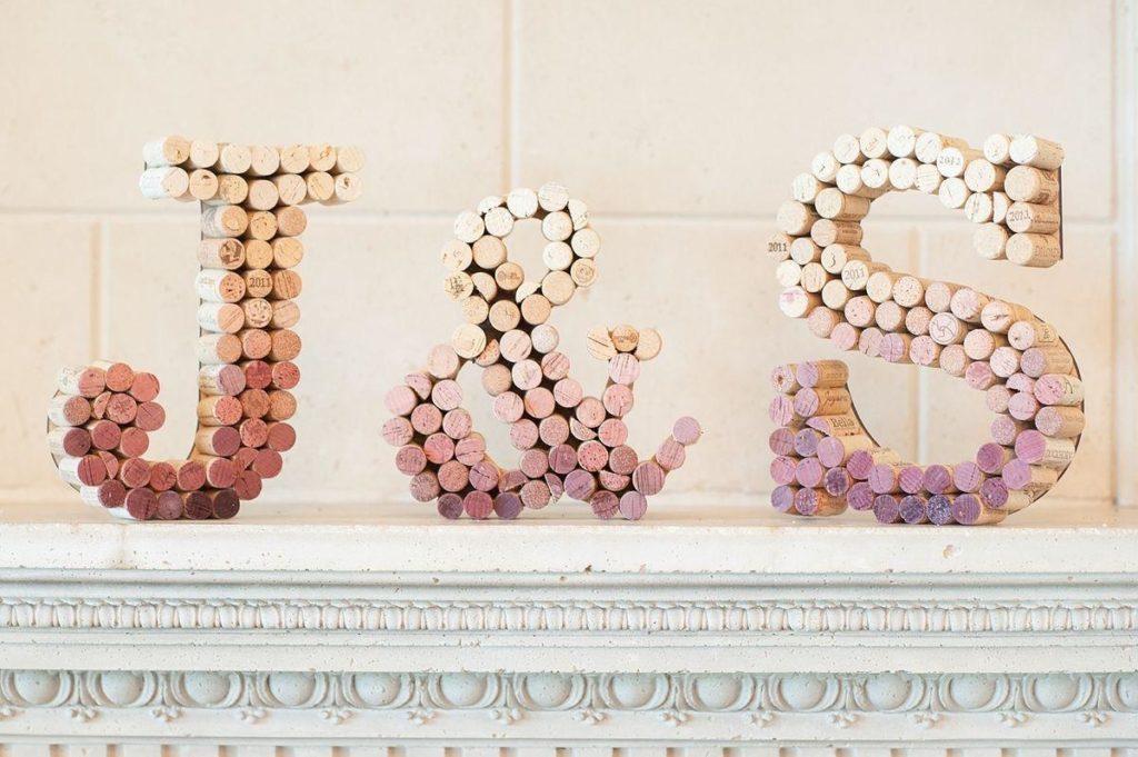 Lettres en bois pour décoration avec bouchons liège
