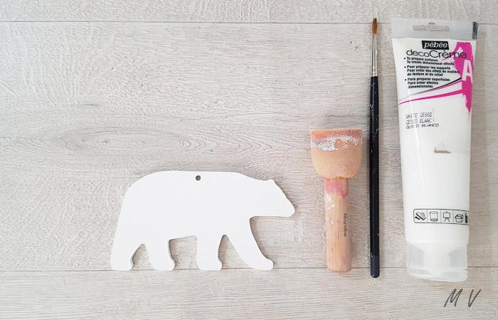peindre l'ours blanc en bois