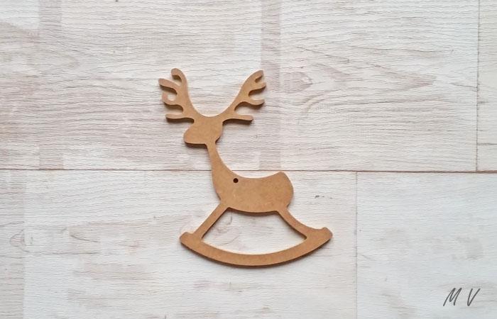 renne a bascule a suspendre dans le sapin de noël traditionnel
